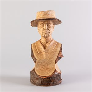 L'homme au chapeau, sculpture en taille directe