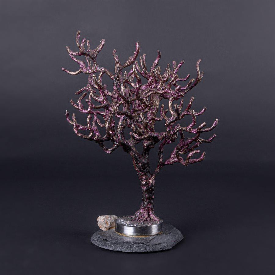 L'envouté, arbre de métal sur ardoise