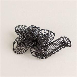 Broche en dentelle, modèle petite fleur noire