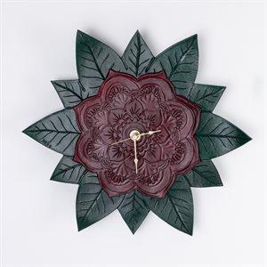 Horloge en cuir repoussé, modèle mandala
