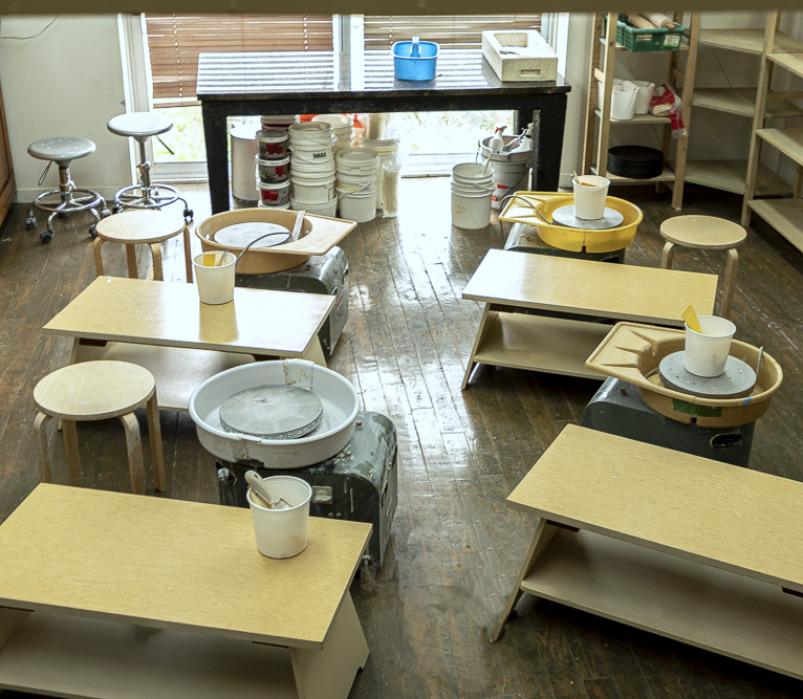 Vu de l'atelier de poterie en libre-service